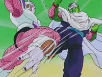 Piccolo hace frente a Freezer sin problemas en su primera transformación